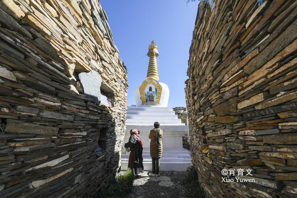 四川海拔最高的石渠县,有一个活着的城堡,被誉为草原上的海市蜃楼