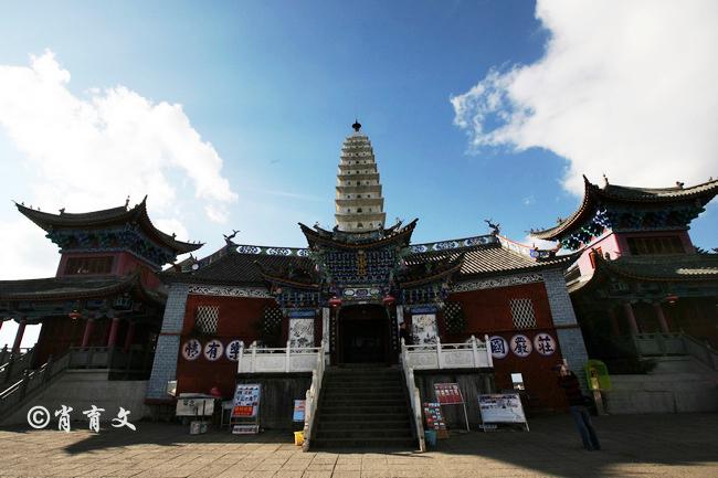 大理有座鸡足山,徐霞客曾两次登顶的山脉,是中国五大佛教名山之一